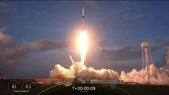 Blastoff! SpaceX's Starlink megaconstellation gets new batch of satellites