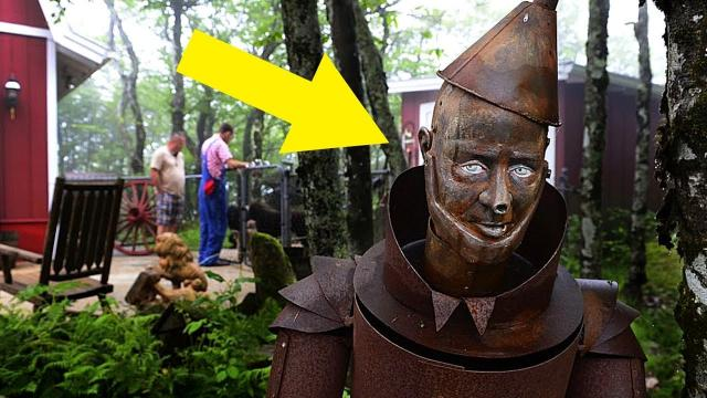 The Creepy Abandoned Theme Park Land Of Oz That Opens Once A Year For Anyone Who Dares Visit