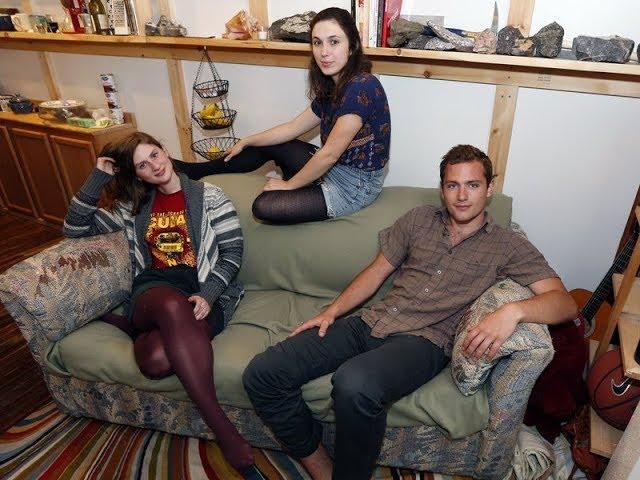 Three Roommates Bought and Old Sofa and What They Found Inside Was Completely Unexpected
