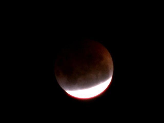 UFO Lou - 'LUNAR ECLIPSE'  -  Melbourne Australia 4.4.2015