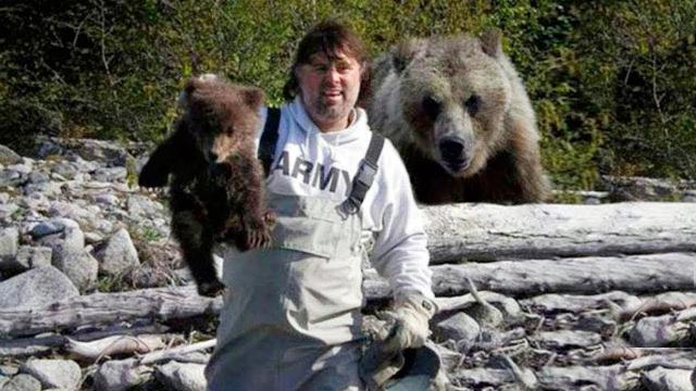 Man Make Friends With A Bear Over The Years And Then She Decided To Do This !