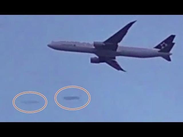 2 long Cigar Shaped UFOs flying at extreme speed by Plane over london, UK