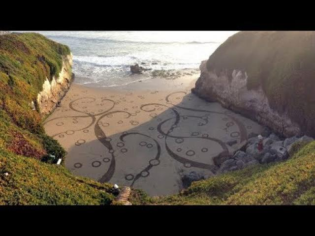 Artist Turns Beaches into Temporary Geometric Artworks
