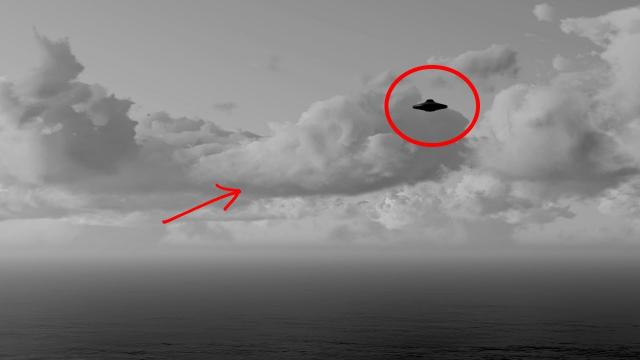 UFO In-between Huge Clouds Spotted!! UFO Videos 2018