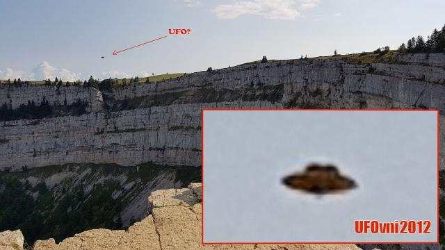 A beautiful Saucer (UFO) under the