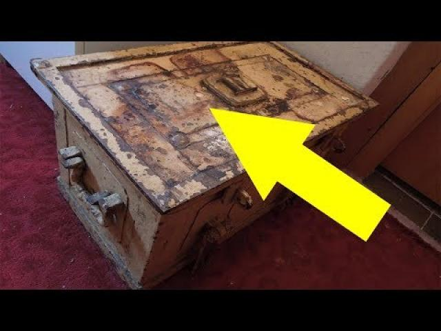 Woman Finds Something Shocking In The Safe She Inherited From Her Great Aunt