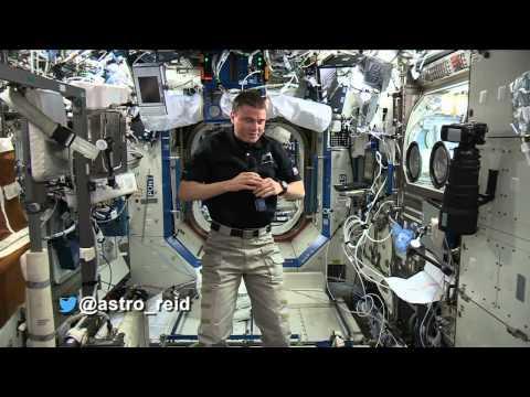 #askAstro: @astro_reid Receives Hundreds Of Calls On Ham Radio