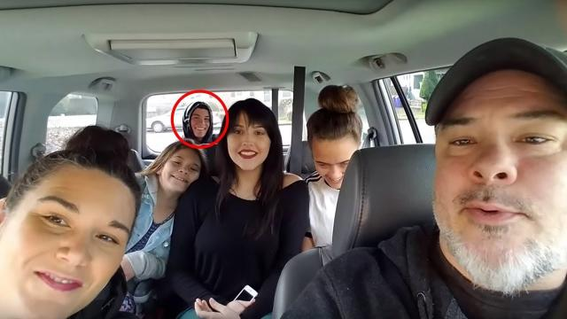 This Dad Went To Take A Picture With His Family – But Then They Spotted Somebody Hiding In The Back