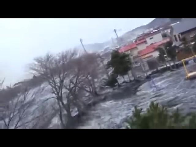 Vivez L'expérience Extraterrestre Complète à Travers Un Terrible Tsunami Japonnais