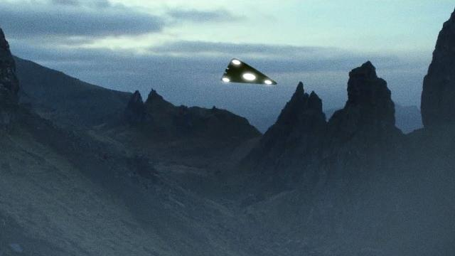 ???? TRIANGULAR UFO Sightings reported during Spring 2021 - The beginning of something HUGE ?