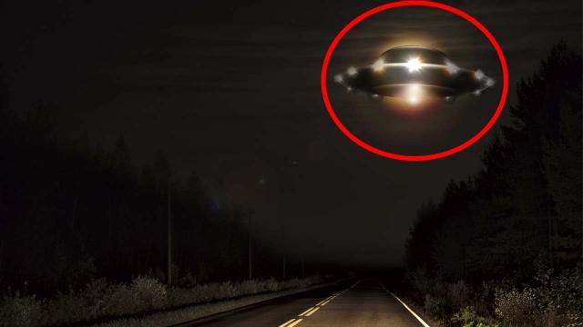 UFO Sightings!! Eerie Lights Flying In Formation Caught On Tape