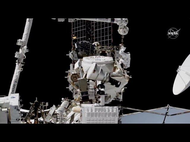 See spacewalkers fixing cosmic ray detector in amazing time-lapse video