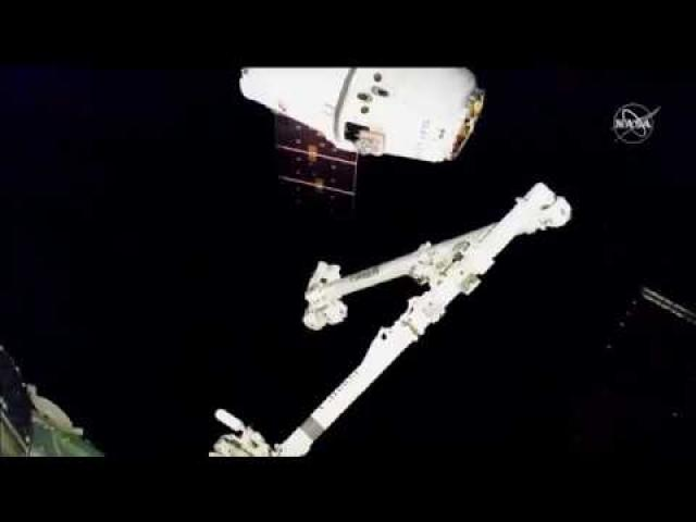 SpaceX Dragon Captured by Space Station in Awesome Time-Lapse