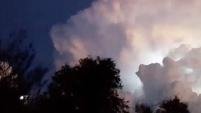 Blinking UFO Heading Towards Huge Thunderstorm Cloud over Villa Giardino (Argentina) - FindingUFO